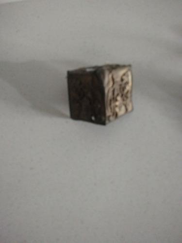 Imagen 1 de 1 de 2 Piezas De Bronce Forma Cubo Antigua 7x4 Cms