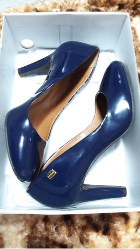 Sapato Verniz Luz Da Lua Azul