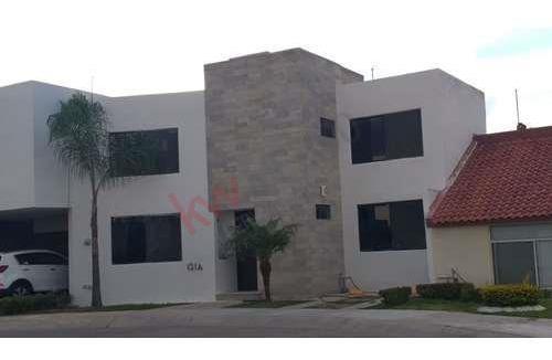 Venta De Hermosa Casa En Fraccionamiento Miravalle, Con Vigilancia Las 24 Hrs.