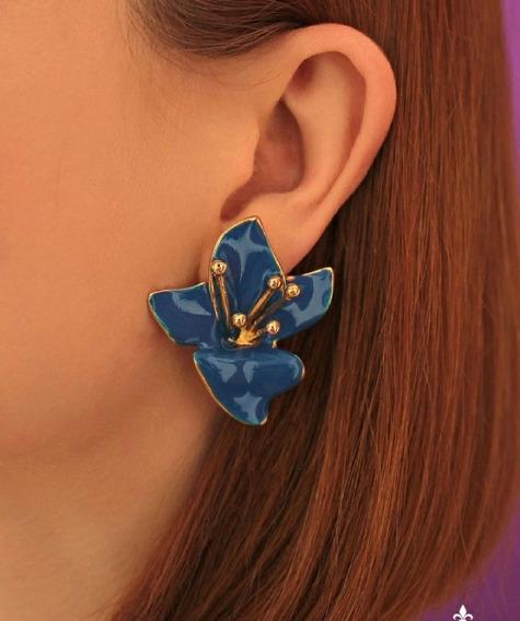 Max Brinco Flor Lírio Azul Esmaltado Banhado A Ouro 18k