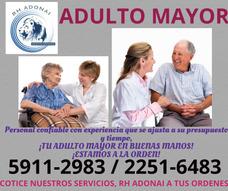 Personal De Enfermería Y Cuidadora De Adulto Mayor