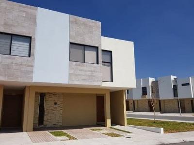Preciosa Casa En Renta En El Refugio, 3 Recamaras, Sala Tv, Alberca, De Lujo !!