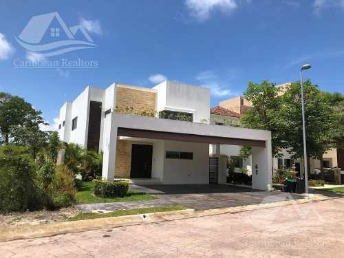 Casa En Venta En Cumbres Cancún