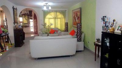 Casa Residencial En Urb. San Isidro - Ica