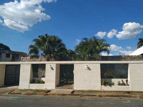Casa En Venta En Trigal Centro, Valencia Carabobo 20-6075 Em