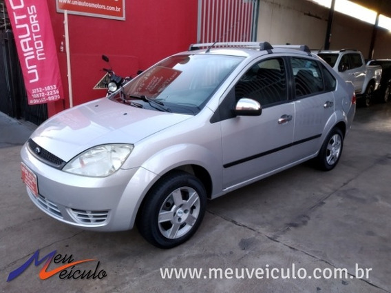 Ford Fiesta Sedan 1.0 2004/2005 Prata