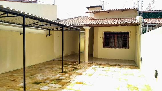 Casa Plana, 3 Suítes E Dependência De Empregada - Ca0854