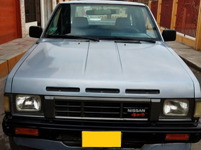 Camioneta Nissan Pick Up (americana)