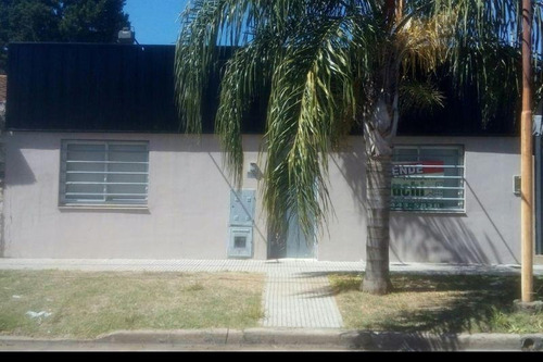 Imagen 1 de 8 de Casa En Venta En Villa Luzuriaga