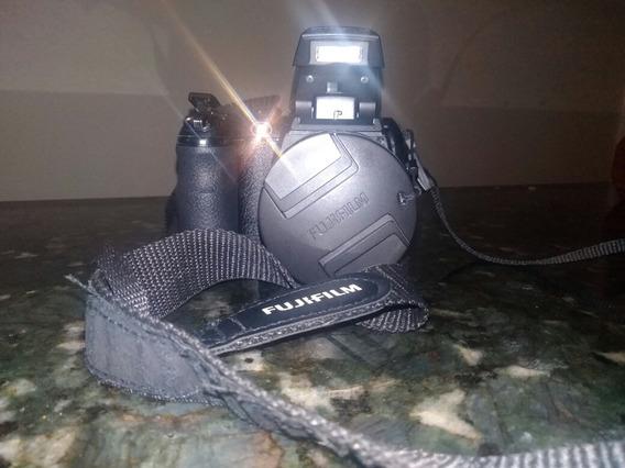 Camara Semi Profesional Fujifilm 14 M