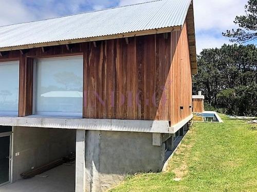 Casa En Alquiler En José Ignacio, Ambientes Amplios Y Disfrutables.- Ref: 350