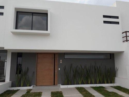 Preciosa Casa En Cañadas Del Arroyo, Gran Jardín, 3 Recámaras, 160 M2, De Lujo !