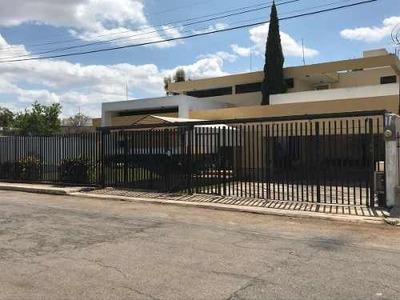 (crm-5360-6) Venta De Casa Para Habitación U Oficinas En Col. Buenavista, Mérida