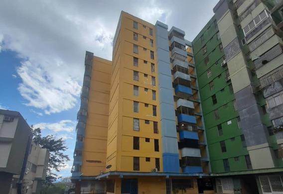 En Venta Bello Apartamento En Residencias El Parque