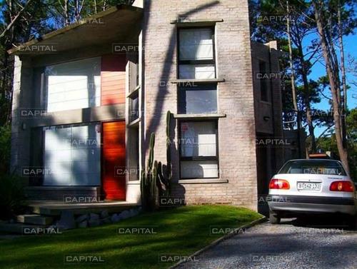 Casa En Venta De Cuatro Dormitorios, Parrilla Y Piscina En Montoya- Ref: 29850