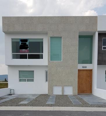Casa En Juriquilla En Exclusivo Fraccionamiento.