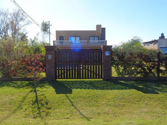 Casa En Villa Amelia- Excelente- 2 Dormitorios - Piscina- Quincho- U$s 150.000.-