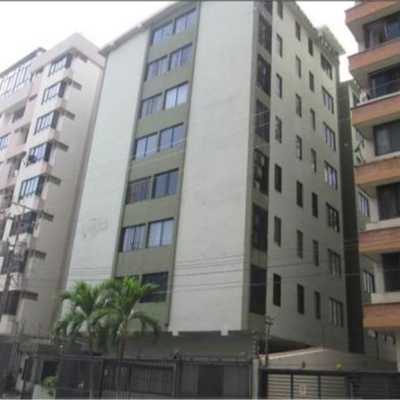 Apartamento En Alquiler Urbanización San Isidro Rg