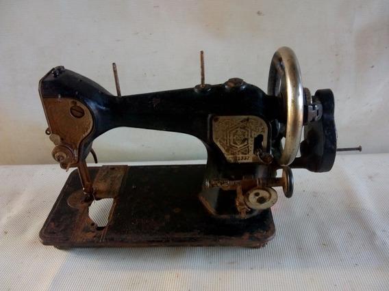 Máquina De Costura Antiga Manual Decaraçao Ou Coleção