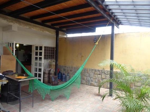 Apartamento En Venta En Barquisimeto Centro, Al 20-11395