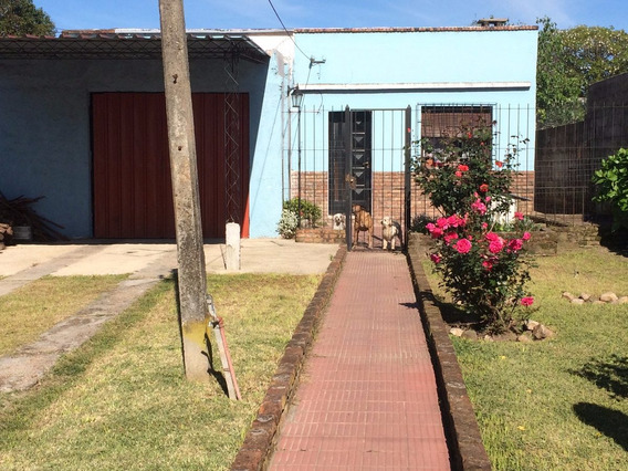 Casa De 3 Dormitorios Y Amplio Terreno, Lista Para Habitar