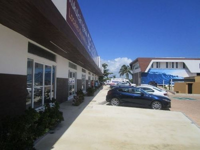 Se Renta Local Comercial De 96.34 M2 Blvd. Kukulkan Cancun P2148