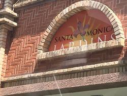 Santa Monica Jardins - Barra - Casa Triplex De 4 Quartos