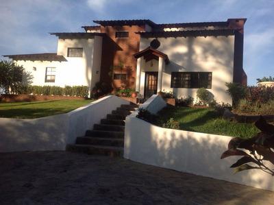 Villa Con Jacuzzi Y Caballerizas Amueblada En Jarabacoa.