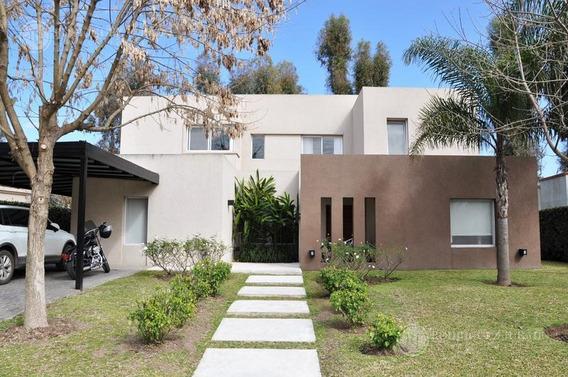 Espectacular Casa De 284m2 Con Pileta Climatizada Y Vista Al Hípico - Haras Santa Maria