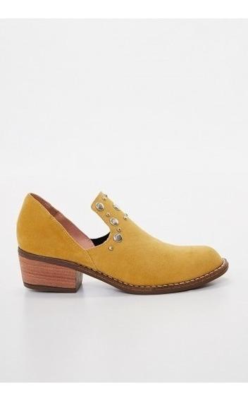 Zapato De Gamuza Ecológica Con Tachas Y Taco