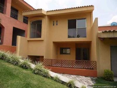 (crm-1404-1715) Casa En Condominio Con Amplias Áreas Verdes! Alberca! Y Mas! Clave Cc3