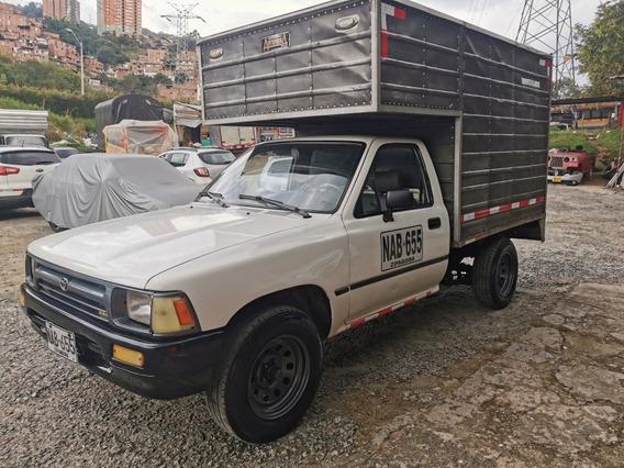 Toyota Hilux Hilux 4x2 Furgon