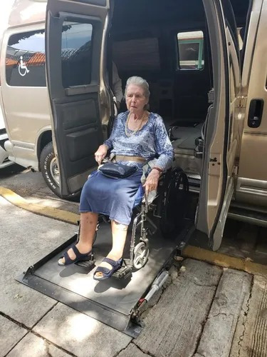 Imagen 1 de 5 de Taxi Para Discapacitados Con Rampa (silla De Ruedas)