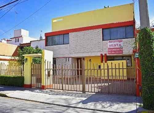 Venta De Casa Con 3 Estacionamientos En Colón Echegaray