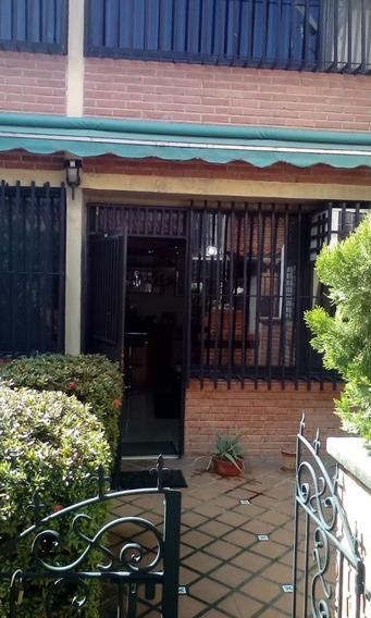 Bella Casa Remodelada Y Semiamoblada En Los Robles