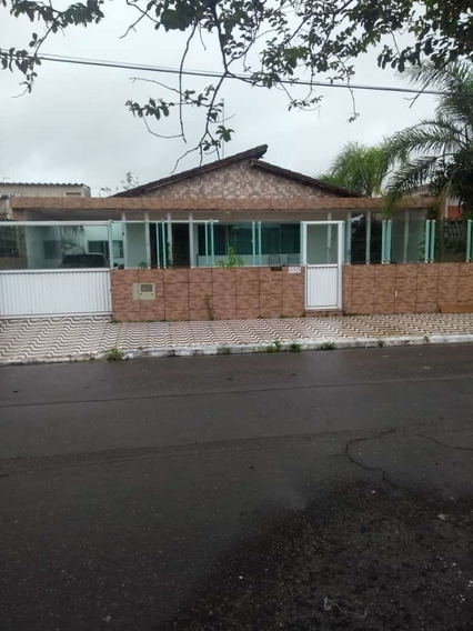 Casa A 2 Quadras Da Praia Com 300m²