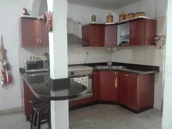 Casa En Venta Urbanizacion Girardot Zp 20-11755