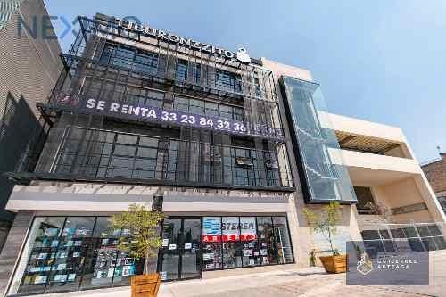 Renta De Local Con Terraza Dentro De Nuevo Edificio Comercial