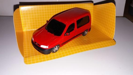 Escala 1.43 Peugeot Partner Vidriada Color Roja