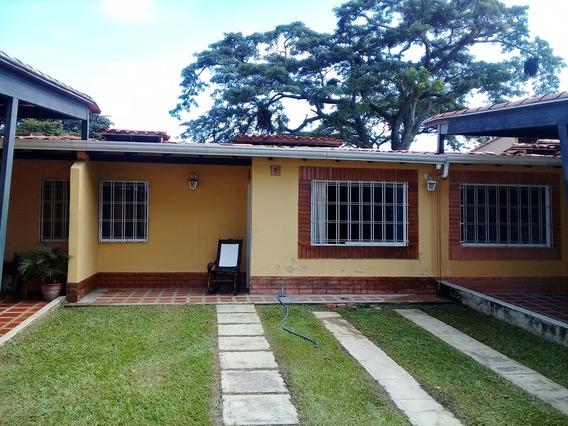 Casa De 140m2 Resd. La Trilla, Urb. Valle De Oro