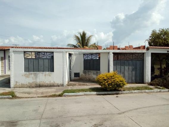 Venta De Casa En Urb.guayabal San Joaquin 200 Mt2