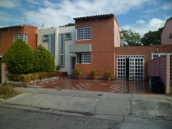 Townhouse. Urb. Araguama Country, Maracay.
