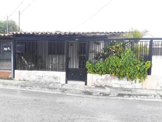 Casas En Venta En El Paraiso Cabudare Lara 20-17491