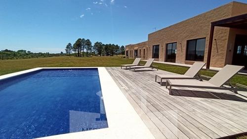 Imagen 1 de 25 de Alquiler Preciosa Casa Con Piscina En El Quijote- Ref: 262