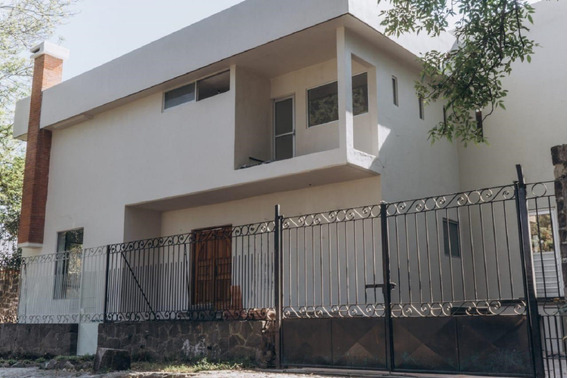 (c).- Excelente Casa Remodelada Al 100%