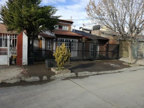 Casa 2 Dormitorios (uno En Suite), Dos Baños, Parrilla, Más.
