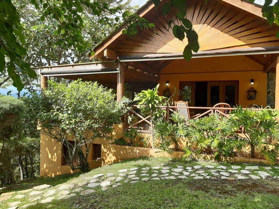 Hermosa Casa En Jarabacoa En Zona Exclusiva.
