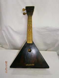 Instrumento Musical Pequeño Triangular Con Pinturas De Rusia