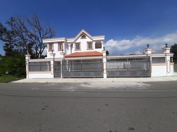Casa Vista De Cerro Alto