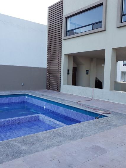 Casa De 3 Recamaras, Fraccionamiento El Refugio. $16,000